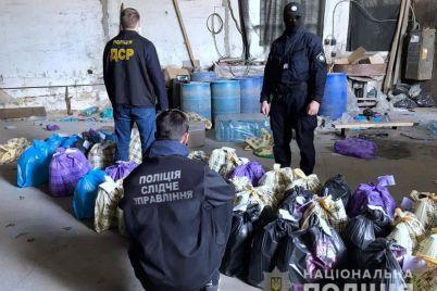 v-zaporozhe-policziya-nashla-bolshoj-sklad-poddelnogo-alkogolya.jpg