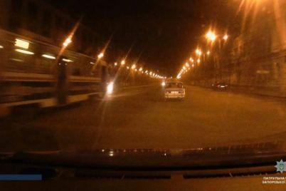 v-zaporozhe-politseyskie-ustroili-pogonyu-za-pyanyim-ugonshhikom-avto-video.jpg