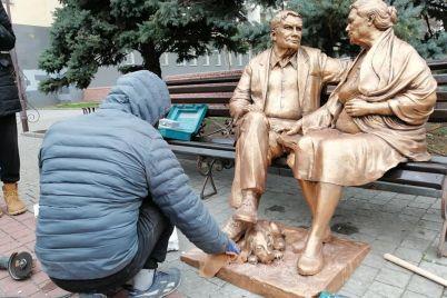 v-zaporozhe-polnostyu-vosstanovili-pamyatnik-roditelyam-foto.jpg