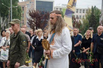 v-zaporozhe-poproshhalis-s-pogibshim-bojczom-foto.jpg
