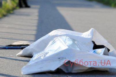 v-zaporozhe-posredi-uliczy-lezhal-izuvechennyj-trup-muzhchiny.jpg