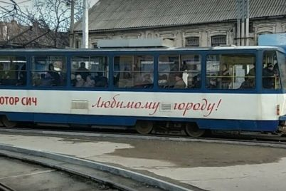 v-zaporozhe-predprinimateli-perekryli-dvizhenie-tramvaev-vozle-czentralnogo-rynka-video.jpg