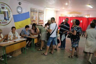 v-zaporozhe-predsedatel-izbiratelnoj-komissii-mozhet-i-troe-sutok-ne-spat.jpg