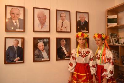 v-zaporozhe-predstavili-novyh-pochetnyh-grazhdan-goroda-foto.jpg