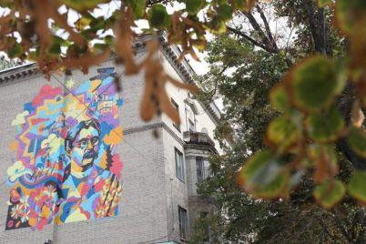 v-zaporozhe-prezentovali-mural-posvyashhennyj-250-letiyu-goroda-foto.jpg