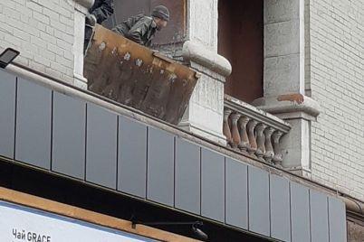 v-zaporozhe-pri-remonte-kvartiry-razrushili-dekor-fasada-pamyatki-arhitektury-foto-video.jpg
