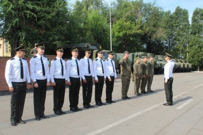 v-zaporozhe-pribyli-molodye-lejtenanty.jpg