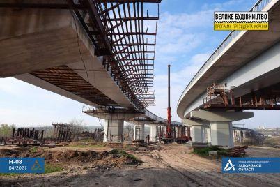 v-zaporozhe-prohodit-vazhnyj-etap-rabot-na-stroitelstve-novogo-mosta-video.jpg