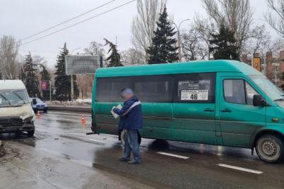 v-zaporozhe-proizoshlo-stolknovenie-dvuh-marshrutok-na-prospekte-foto.jpg