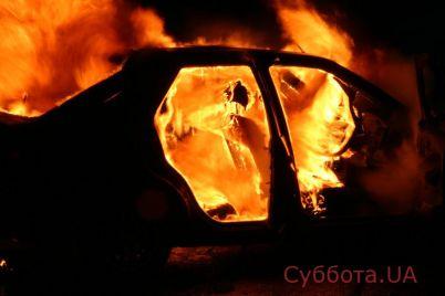 v-zaporozhe-sgorelo-avto-video.jpg
