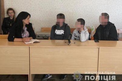 v-zaporozhe-shkolnik-raspylil-perczovyj-gaz-so-shkoly-evakuirovali-200-chelovek.jpg