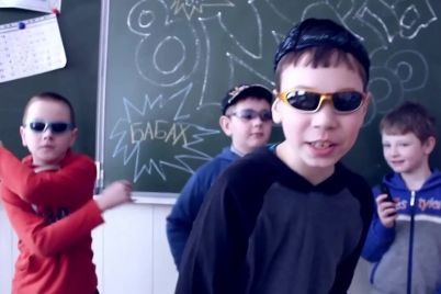 v-zaporozhe-shkolniki-prevratili-reklamnyj-shhit-v-gorku-dlya-kataniya-video.jpg