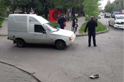 v-zaporozhe-skoraya-priehala-na-vyzov-po-dtp-i-vrezalas-v-avto-patrulnyh-foto.png