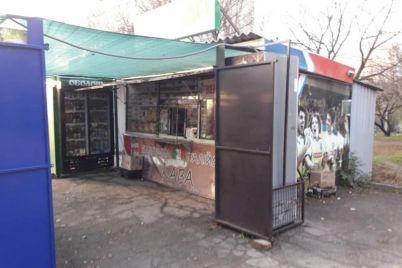 v-zaporozhe-snesli-nezakonnuyu-nalivajku-foto.jpg
