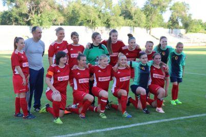 v-zaporozhe-sostoyalsya-interesnyj-match-zhenskih-futbolnyh-komand-foto.jpg