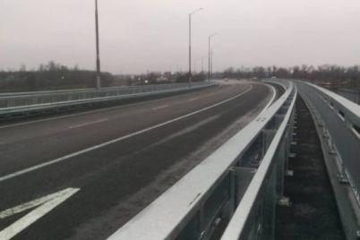 v-zaporozhe-speczialisty-naveshivayut-plity-na-prolety-budushhego-vantovogo-mosta-foto.jpg