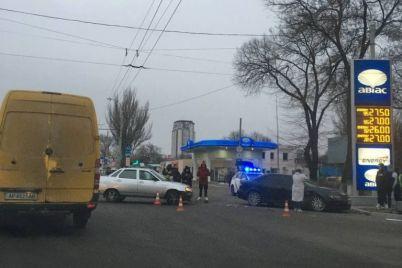 v-zaporozhe-stolknulis-avtomobili-foto.jpg