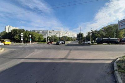v-zaporozhe-stolknulis-kamaz-i-legkovushka.jpg