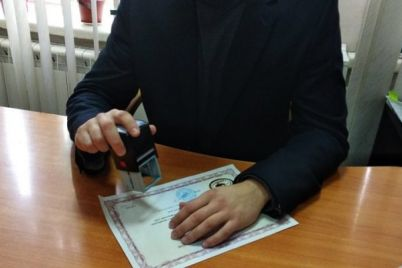 v-zaporozhe-sud-vzyskal-s-notariusa-100000-griven-za-nebrezhnuyu-rabotu.jpg