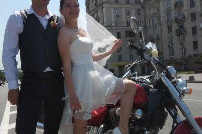 v-zaporozhe-sygrali-neobychnuyu-bajkerskuyu-svadbu-foto.jpg