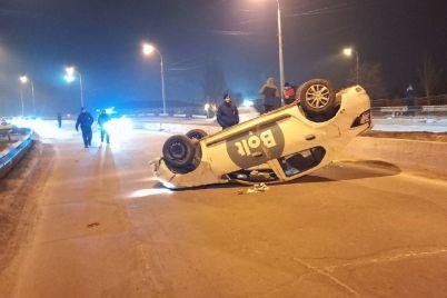 v-zaporozhe-taksist-pod-narkotikami-vrezalsya-v-otbojnik-foto.jpg