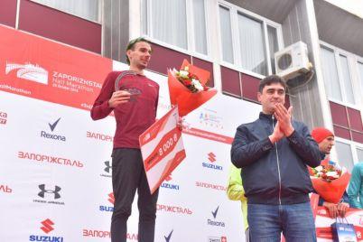 v-zaporozhe-torzhestvenno-nagradili-pobeditelej-zaporizhstal-half-marathon-foto.jpg
