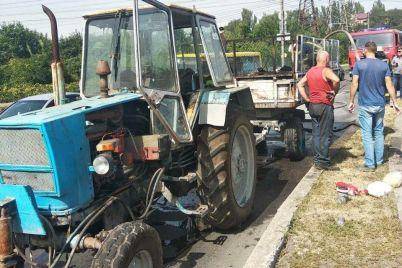 v-zaporozhe-u-traktora-zagorelsya-priczep.jpg