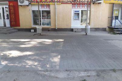 v-zaporozhe-ubrali-letnee-kafe-na-kotoroe-zhalovalis-lyudi.jpg