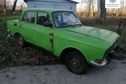 v-zaporozhe-ugnannyj-avtomobil-brosili-na-obochine.jpg