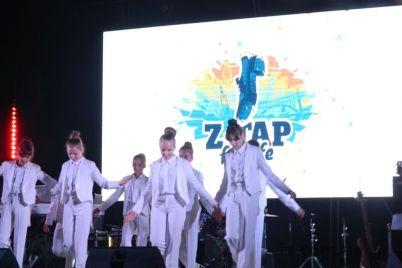 v-zaporozhe-ustroili-massovye-irlandskie-tanczy.jpg
