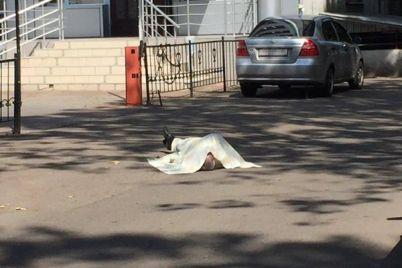 v-zaporozhe-utrom-na-ulicze-skonchalsya-narkoman-foto.jpg