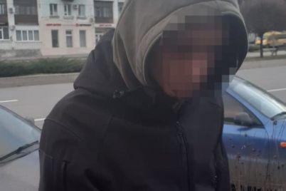 v-zaporozhe-v-odnom-iz-pochtovyh-otdelenij-zaderzhali-narkokurera.jpg