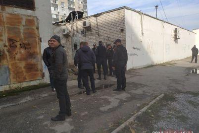 v-zaporozhe-v-pereulke-zhenshhinu-edva-ne-iznasiloval-zloumyshlennik-foto.jpg