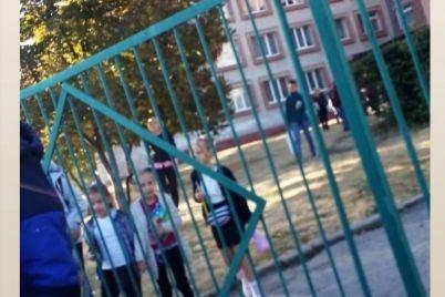 v-zaporozhe-v-pyatyj-raz-za-mesyacz-miniruyut-odnu-i-tu-zhe-shkolu-video.jpg