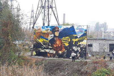 v-zaporozhe-v-rajone-avtovokzala-otkryli-patrioticheskij-mural-fotoreportazh.jpg