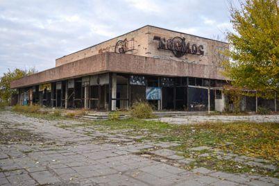 v-zaporozhe-v-zdanii-byvshego-legendarnogo-kinoteatra-poselilis-bezdomnye-foto.jpg