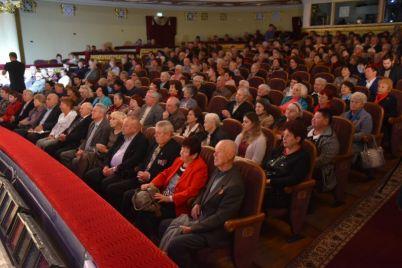 v-zaporozhe-veterany-poluchili-ordena-i-pochetnye-gramoty-foto.jpg