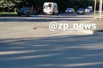 v-zaporozhe-vnov-stolknulos-avto-i-motoczikl-est-zhertvy-foto-video.jpg