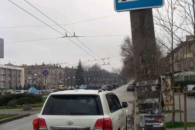 v-zaporozhe-voditel-land-cruiser-v-ocherednoj-raz-popytalsya-osporit-v-sude-shtraf-za-nepravilnuyu-parkovku.jpg