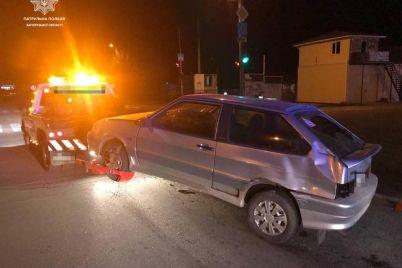 v-zaporozhe-voditel-povredil-chetyre-avto.jpg
