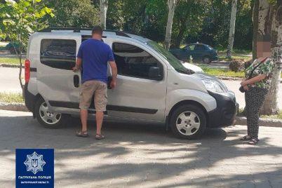 v-zaporozhe-voditel-zadel-priparkovannoe-avto-i-skrylsya-ego-nashli-patrulnye.jpg