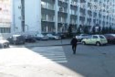 v-zaporozhe-voditeli-narushayut-pravila-dazhe-vozle-glavnogo-upravleniya-policzii.jpg