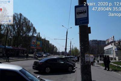 v-zaporozhe-voditeli-prodolzhayut-brosat-mashiny-gde-popalo-foto.jpg