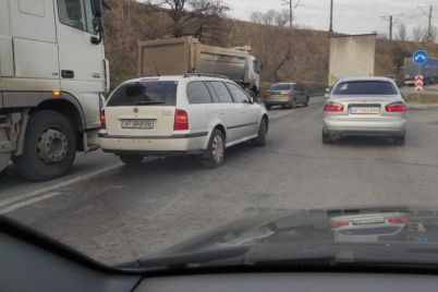 v-zaporozhe-voditeli-stali-massovo-narushat-pravila-vuezda-na-most.jpg