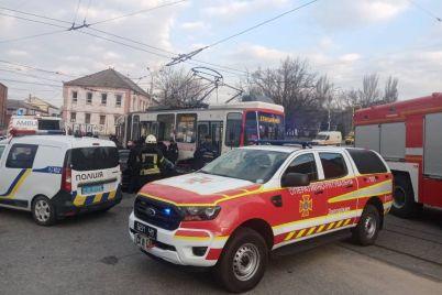 v-zaporozhe-voditelnicza-bmw-stolknulas-s-tramvaem-foto-video.jpg