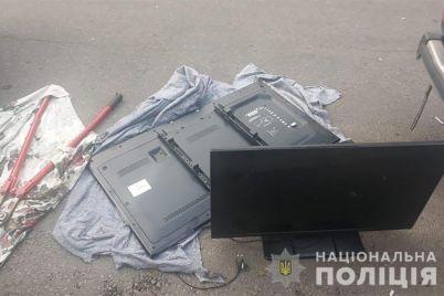 v-zaporozhe-vora-fortochnika-ne-ostanovili-dazhe-reshetki-na-oknah-foto.jpg