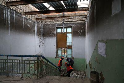 v-zaporozhe-vosstanavlivayut-shkolu-kotoraya-postradala-vo-vremya-masshtabnogo-pozhara-5-let-nazad-fotoreportazh.jpg