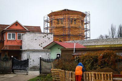 v-zaporozhe-vosstanavlivayut-vodonapornuyu-bashnyu-hh-veka-fotoreportazh.jpg