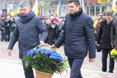 v-zaporozhe-vozlozhili-czvety-k-pamyatniku-tarasu-shevchenko.jpg