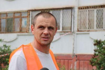 v-zaporozhe-vysotniki-obnovlyayut-shvy-na-domah.jpg